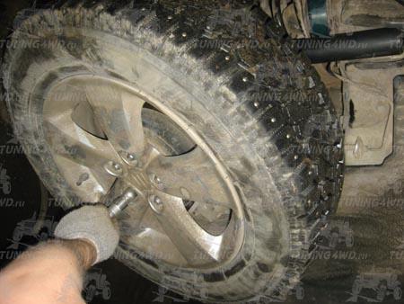 Cнять переднее колесо